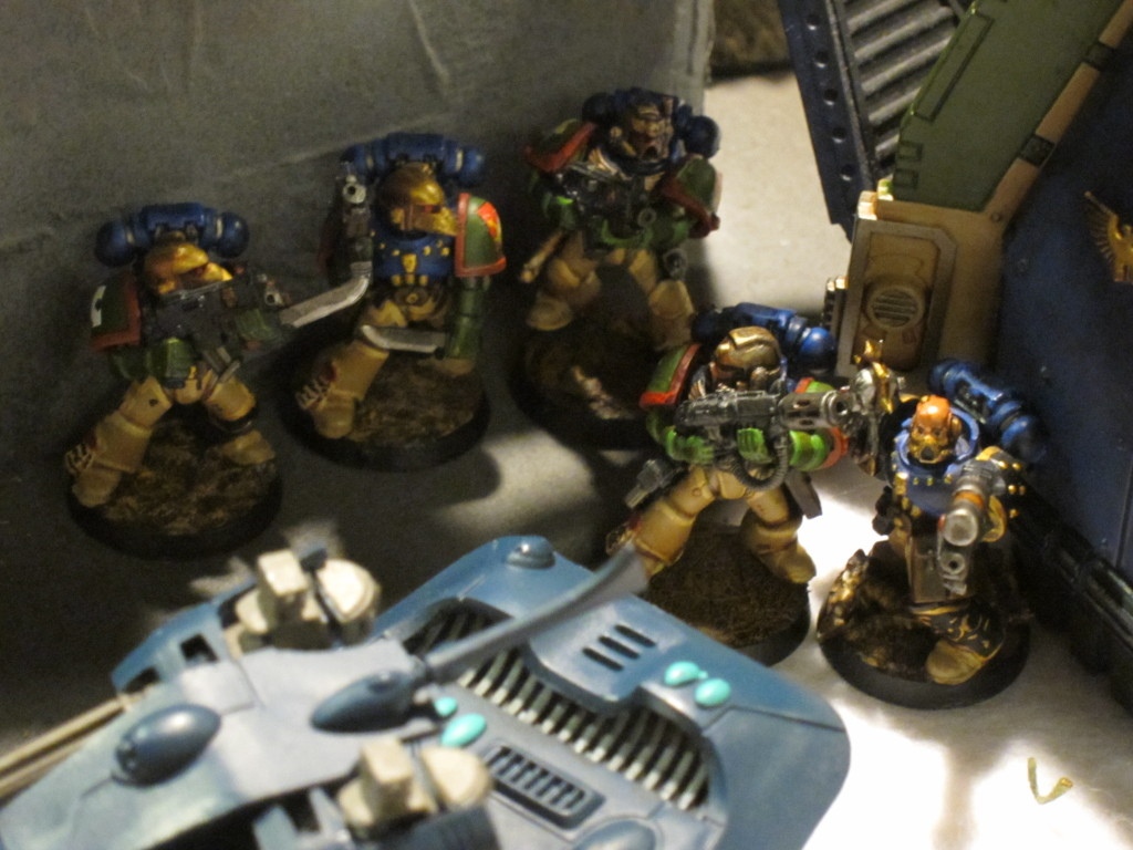 Kingbreakers huddle up amongst the ruins of a xenos invasion.